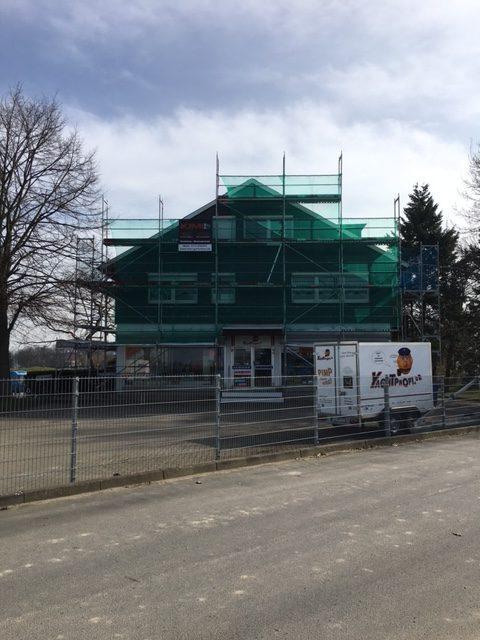 Kimi-Gerüstbau-für-Wedel-und-Hamburg-Dachdecker-Jakobi-Gerüstbau-in-Wedel-Deichstraße-Bild-1