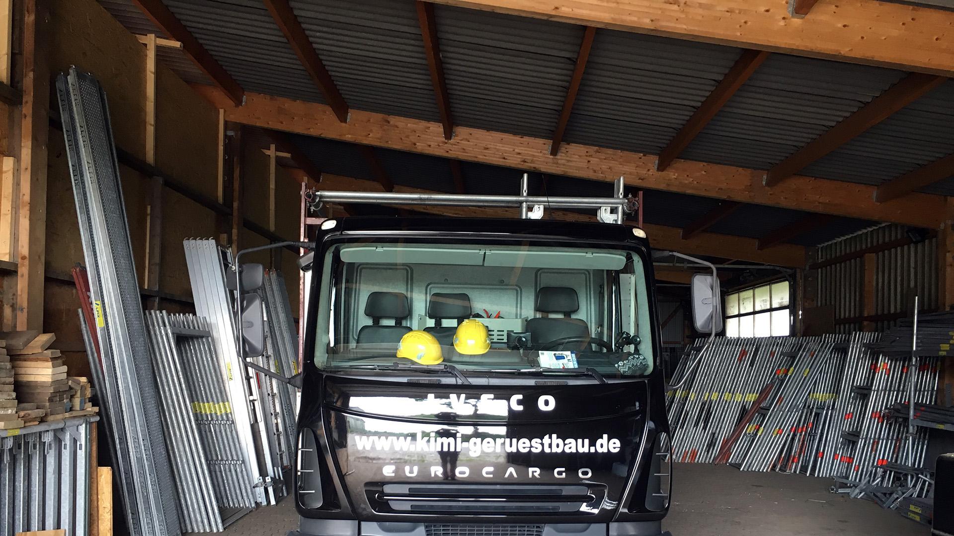 Kimi-Gerüstbau-für-Wedel-und-Hamburg-Büro-Schadendorf-Lager-Gerüste-und-LKW
